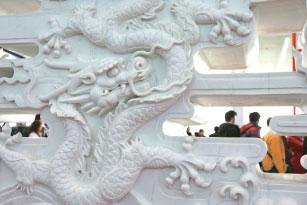 古籍中龙现身人间又飞回天上的记载颇多,都被认为是祥瑞之兆。(AFP)