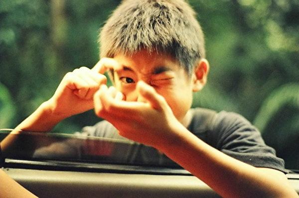 张作骥背疾复发,《暑假作业》12岁杨亮俞出征卢卡诺。(图/海鹏提供)