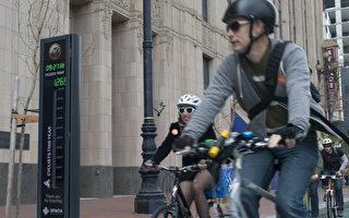 5月9日開始在舊金山市場街啟用的自行車計數表。(周鳳臨/大紀元)