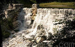 麻州天然桥州立公园中北美绝无仅有的一座大理石水坝(摄影:徐明 / 大纪元)