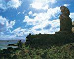 阿图胡奇祭坛的安纳根纳湾,蹲踞第八座奇特的摩艾石像。(图:商周出版 提供)