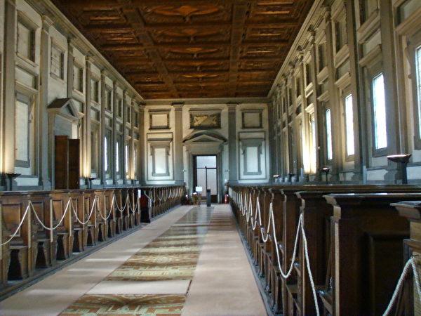 《罗伦左图书馆》阅览室(图﹕维基百科)。
