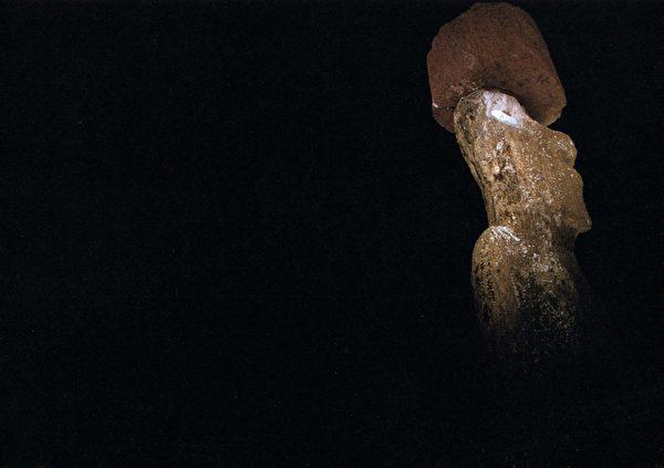 复活节岛闻名的提利古祭坛石像,正好位在塔哈伊祭坛的北方。(图:商周出版 提供)