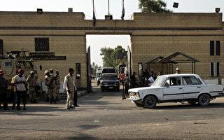 8月21日,埃及法庭在关押穆巴拉克(Hosni Mubarak)的托拉(Tora)监狱开庭审查释放他的请求。( AFP PHOTO/GIANLUIGI GUERCIA)