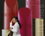 常言道:「有競爭方有進步。」這句話走進廣告商的耳朵裡去最是受用,因為「有競爭方有廣告」,愈大的競爭對廣告商來說,就愈有利可圖。(Photo by China Photos/Getty Images)