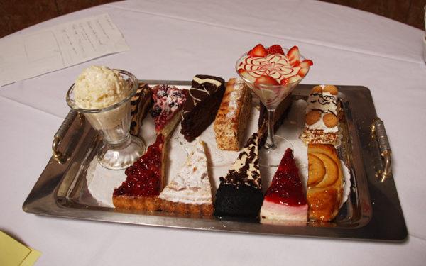 Primo Amore Ristorante自家烘烤的甜点。(摄影:王雯雯/大纪元)