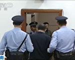 随着薄熙来的被审判,在巨大天象变化不可阻挡的历史大潮推动之下,会有越来越多的迫害元凶刽子手们走上历史的审判台,被绳之以法。(CCTV / AFP)