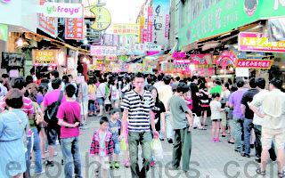 「台灣夜市環保行為」調查結果出爐,國人最喜愛夜市第一名為台中逢甲夜市。 (黃玉燕 /大紀元)