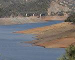 由于长期干旱少雨,加州水库的库容明显低于往年。(马有志/大纪元)