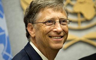 """1997年,微软宣布向处于""""危难""""之中的苹果投资1.5亿美元。而正是这1.5亿美元的资金援助,使微软长期竞争对手苹果获得了""""喘息""""的机会。图为2012年9月26日,比尔•盖茨与联合国秘书长潘基文会谈。(DON EMMERT / AFP)"""