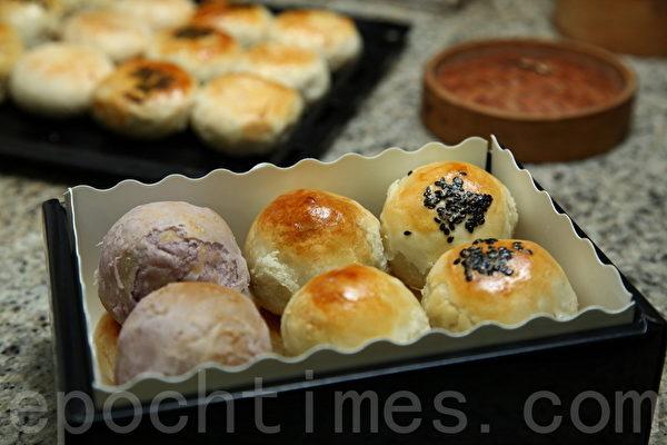 信芳饼店的古早味月饼。(庄孟翰/大纪元)