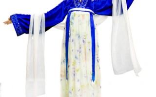 从首届汉服大赛就作为首席模特的袁宇婷,以第四届汉服设计大赛的服装亮相。(大纪元图片)