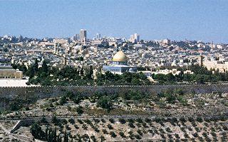"""耶路撒冷的神庙山及大石圆顶神殿。根据传说,圆顶下方的""""基石""""标记为中心,或者是地球的""""肚脐""""。(图:商周出版 提供)"""