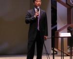 香港著名钟表专家及表评家黄英飞9月8日在钟表展上分享名表的艺术演变。(蔡雯文/大纪元)