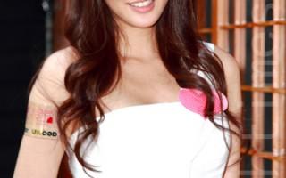 賴琳恩化身書香天使 白色洋裝流露氣質