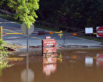 马州被检测受到有毒藻类污染的两湖泊之一的尼德伍德湖。蒙郡公园部门要求,与这两个湖的湖水有接触后需洗手。(大纪元资料图片)