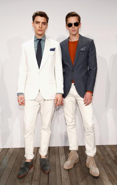 美國紐約,模特在2014春季奔馳時裝周中展示美國時裝品牌J.Crew的男裝。(Brian Ach/Getty Images for Mercedes-Benz Fashion Week Spring 2014)