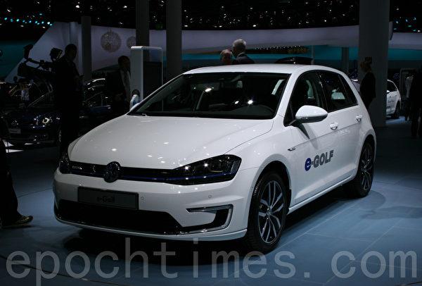 大眾汽車公司推出的電動高爾夫e-Golf (攝影:曹工/大紀元)