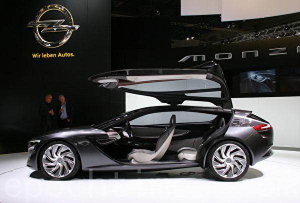 歐寶汽車公司推出的轎跑概念車(攝影:曹工/大紀元)