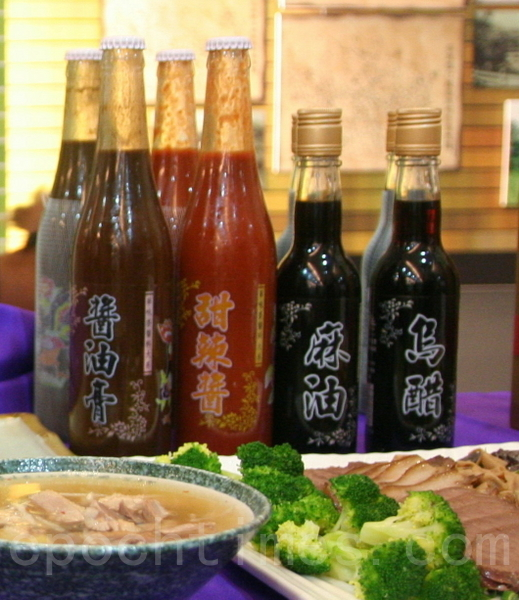 自制调味酱,是华味香美味飘香不可或缺的产品。(摄影:赖友容/大纪元)
