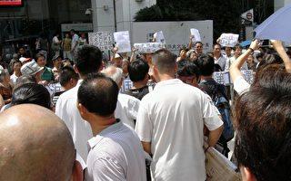 上海當局害怕大紀元報導 急增警力嚴控群體抗議(組圖+視頻)