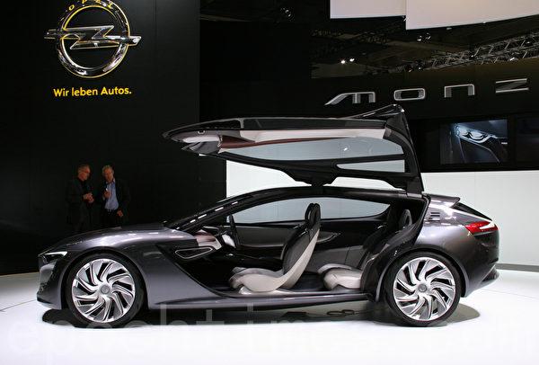 歐寶汽車在IAA上首展的轎跑車Monza (攝影:曹工/大紀元)