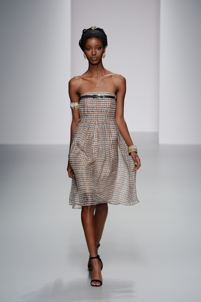 2014春夏季伦敦时装周上的DaAKS女装(DAKS提供)