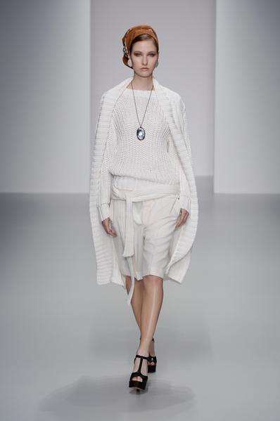 2014春夏季伦敦时装周上的DAKS女装(DAKS提供)
