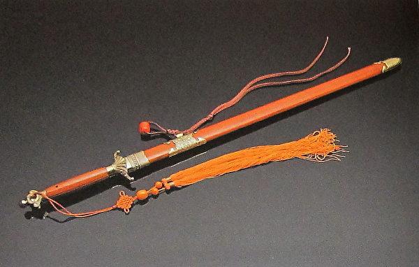 历代十大名剑系列-南斗五星降龙剑(国立历史博物馆)。(钟元翻摄/大纪元)
