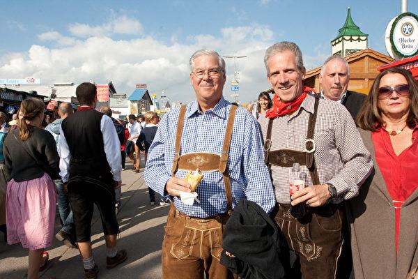 美国人也来尝尝慕尼黑的啤酒(黄芩/大纪元)