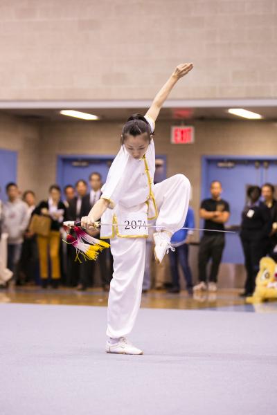 """新唐人第四届""""全世界华人武术大赛""""来自台湾的温青倪获得女子器械组的银奖。(爱德华/大纪元)"""
