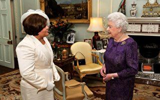 英國王室正在招聘一名鐘錶專家,負責看管女王的1千個鐘錶。圖為女王在白金漢宮接見外賓。(Photo by JOHN STILLWELL / POOL / AFP)