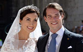 盧森堡費利克斯王子(Prince Felix)(右)與相戀多年的克萊爾(Claire Lademacher)(左),兩人21日於法國南部小鎮結婚,舉行正式的宗教婚禮。(ANNE-CHRISTINE POUJOULAT/AFP)