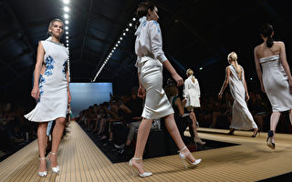 2014年9月21日,2014春夏米兰时装周模特儿们展出Ermanno Scervino 新作品。(Tullio M. Puglia/Getty Images)