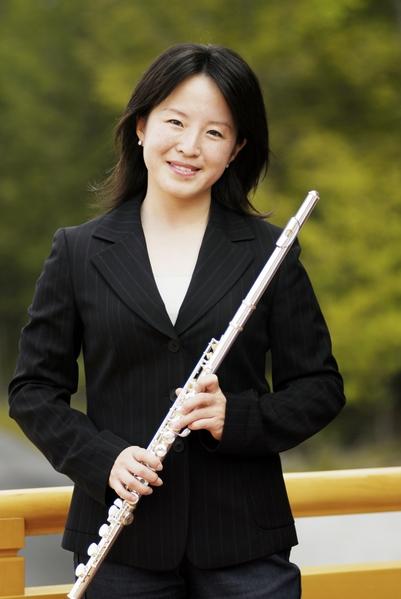 神韵交响乐团短笛与长笛演奏家 陈缨于纽约神韵总部。(摄影:戴兵/大纪元)