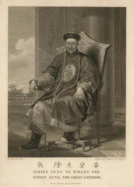 《乾隆皇帝肖像》-威廉.亚历山大所绘制的乾隆皇帝肖像,他并没有获准晋见皇帝,只是根据同伴的描述和其他官员的样子想像,绘制了乾隆皇帝的形象。踩着脚踏端坐椅上,两只手的拇指都带着扳指,身体并未如耄耋老人般衰微,但是眼神里已经开始显露苍老。(顽石创意提供)