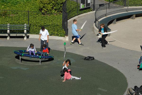 孩子們在中央公園嬉戲。(圖/李先生提供)