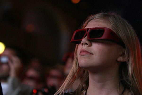 科學家憂心,未來3D技術更加普及,iPhone、3D影片和電腦遊戲造成的「3D暈」現象恐將成為21世紀最嚴重的文明病。(AFP)