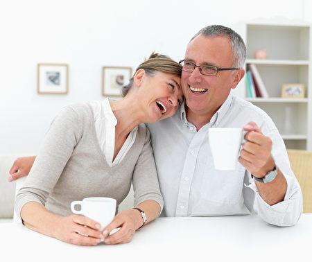 幸福的婚姻有助于安定人们的情绪,减少疾病发生,让夫妻双方长保身心健康。 (摄影:Yuri Arcurs/Fotolia)