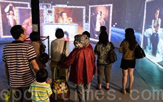 新唐人穿越时空互动大展-油画知识互动剧场。(摄影:陈柏州/大纪元)