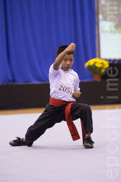 9歲小選手李喬峰,參賽項目為南方少林虎形門,套路名稱為虎形梅花肘。 (攝影:戴兵/大紀元)