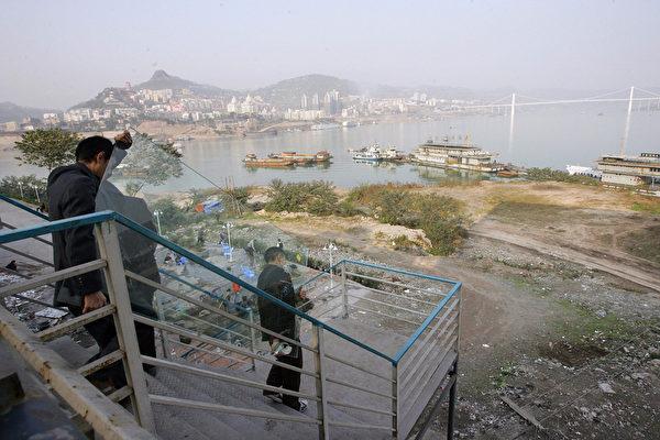 长江三峡水利枢纽的安全,直接关系到下游防洪区域1500多万人的生命和财产安全。(AFP)