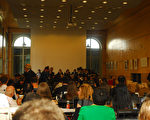 联合国儿童权利委员会在9月26日和27日两天对中国履行《世界儿童权利公约》的情况进行了正式审议,联合国专员在大会现场公开向参加审议的中共代表团数百次提问,质疑儿童受歧视、受迫害等问题。图为审议会议现场。(摄影:唐瑛/大纪元)