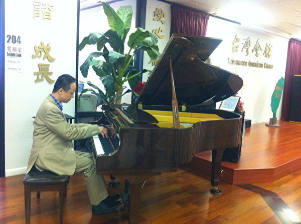 陈瑞斌于10月3日在湾区台湾会馆的即兴演出。(摄影:大纪元记者林秀璟)