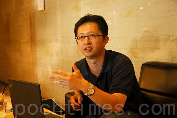 杨耀昇博士和同事都喜欢到咖啡馆开会的轻松感觉。(庄孟翰/大纪元)