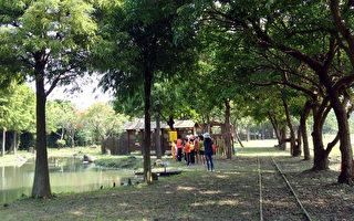 嘉義縣環保局打造蒜頭糖廠倉庫為「嘉減碳環保生態園區」,環境綠意盎然,不僅是中小學戶外教學場所,更吸引民眾遊憩。(嘉義縣環保局提供)