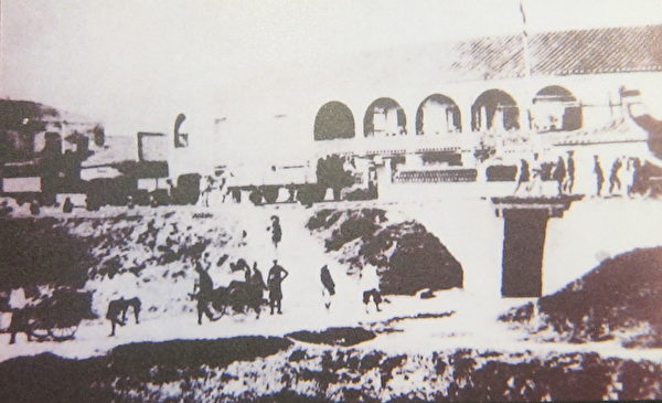 1987年陈少白由基隆登岸搭火车到台北大稻埕,图为当时的大稻埕火车站(即火车票房)。(钟元翻摄/大纪元)