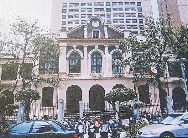 同盟会会员王兆培,于1910年来台就读台湾总督府医学院,并在校园内建立革命组织,吸收会员。医院现址为台湾大学医学院二号馆。(钟元翻摄/大纪元)