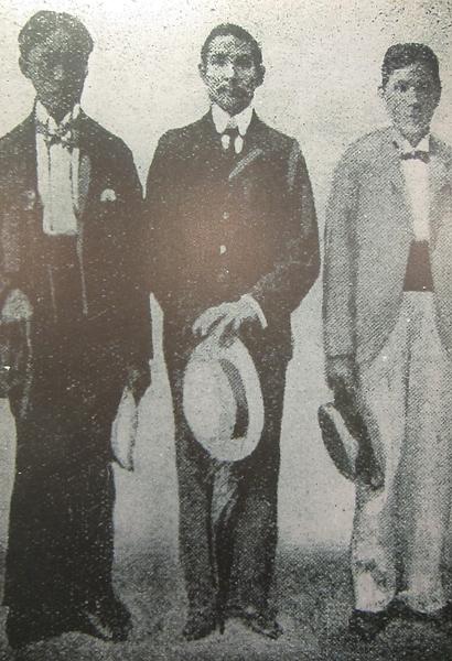 国父于第一次起义失败后,偕陈少白等人流亡日本,三人剪去发辫,改穿西服,以示革命决心。(钟元翻摄/大纪元)
