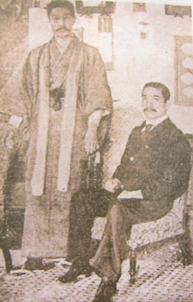 国父与菲律宾革命志士独立军代表彭西合影,双方互结同盟,协助彼此之革命事业。(钟元翻摄/大纪元)
